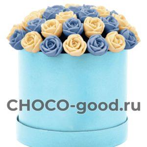 купить коробку из тридцати семи шоколадных роз